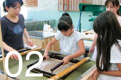 世界に誇る石州和紙の手すき体験コース